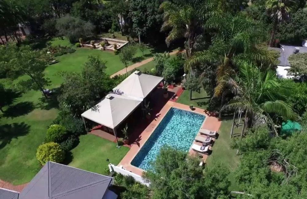 Aerial View mit Pool, Armadale Lodge, Harare, Simbabwe Rundreise