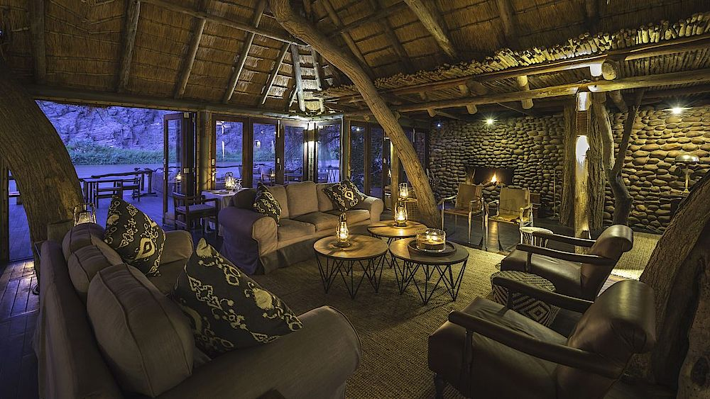 Lounge in der Serra Cafema Camp, Namibia Rundreise