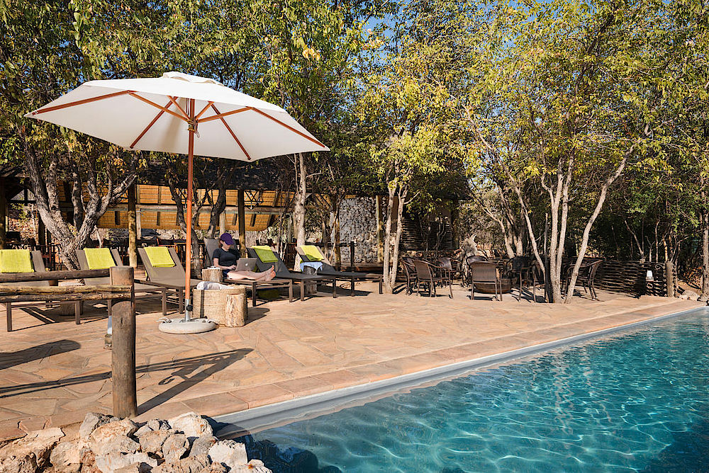 Sonnenterrasse und Pool Ongava Tented Camp, Namibia Luxusreise