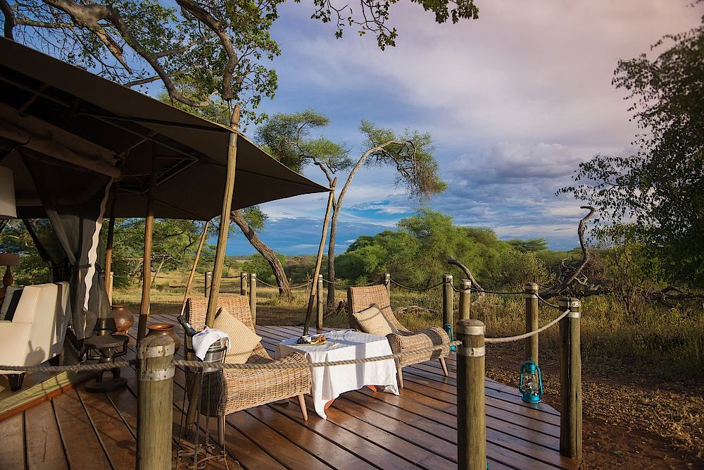 Luxusreise Tansania, Terrasse mit Liegen, Sanctuary Swala Camp, Tarangire Nationalpark, Tansania Safari