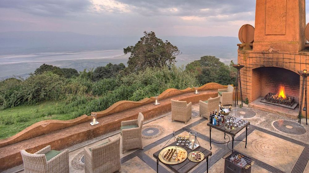 Rundreise Tansania, Terrasse, andBeyond Ngorongoro Crater Lodge