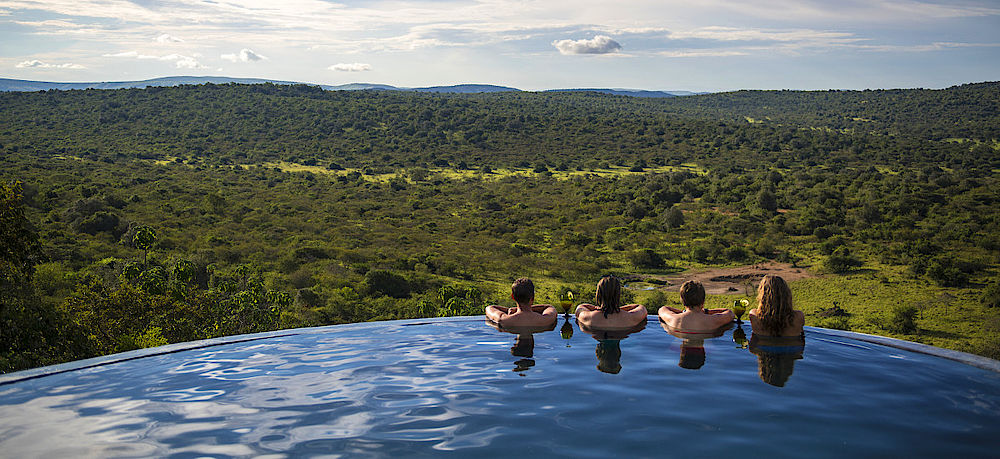 Privatreise Uganda, Pool mit Ausblick, Mihingo Lodge, Lake Mburo National Park, Uganda