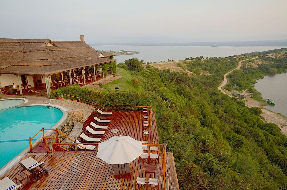 Privatreise Uganda, Pool mit Terrasse, Mweya Safari Lodge, Queen Elizabeth National Park, Uganda