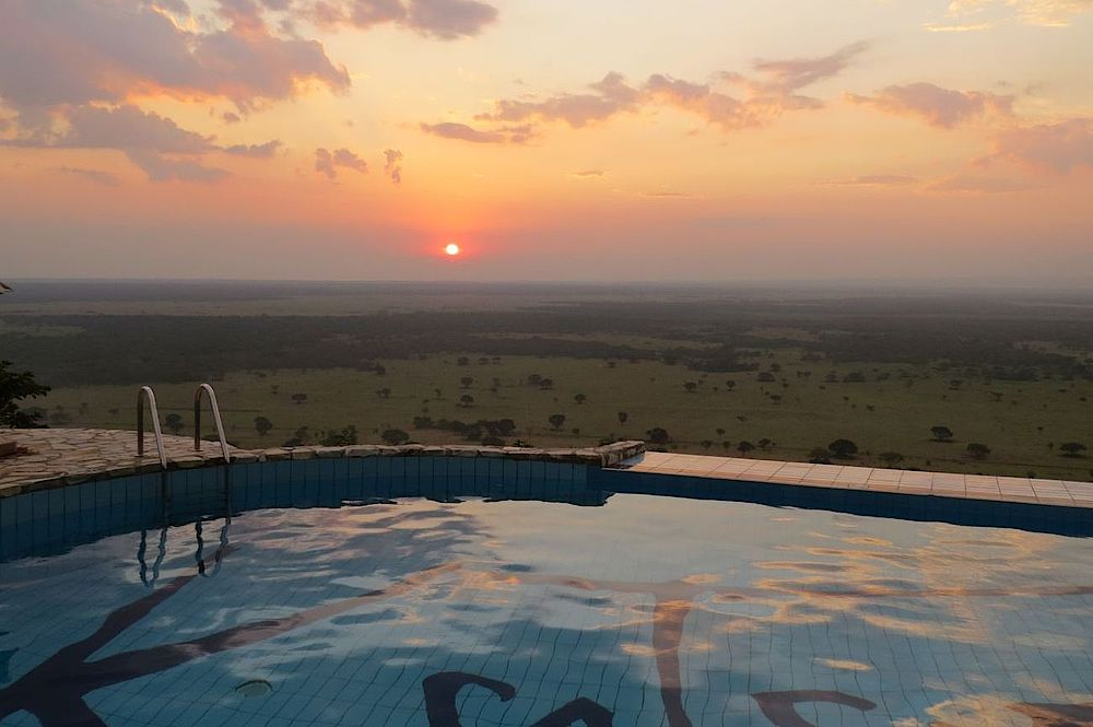 Privatreise Uganda, Pool mit tollem Ausblick, Katara Lodge, Queen Elizabeth National Park, Uganda